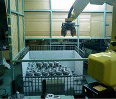 事例:自動車部品の素材パレットから取り出し自動化: 多関節ロボット